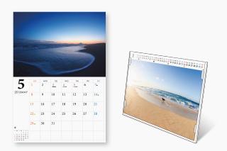 壁掛けカレンダーと卓上カレンダーの2タイプ。
